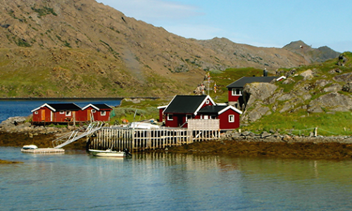 norwegian-wooden-houses-small-fishing-village-north-cape-honningsvag-norway_870